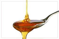 Natürliches Shampoo: Honig sorgt für Glanz im Haar.