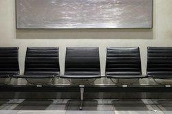 In der Eingangshalle vom Flughafen in Weeze kann man einige Stunden verbringen.