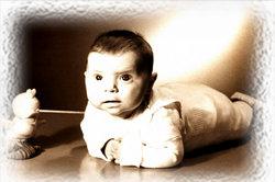 Bauchlage bei Babys hilft gegen Skoliose und Rückenschmerzen.