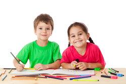 Schüler beim Intelligenztest - ist das Kind hochbegabt?