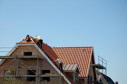 Glänzende Dachziegel haben einen Grund.
