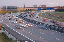 In Deutschland wird auf Autobahnen eine LKW-Maut erhoben.