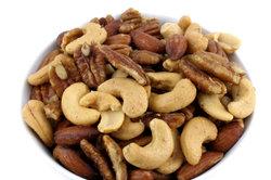 Nüsse enthalten viel Folsäure.