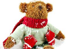 Nähen Sie Teddy ein paar Sachen.