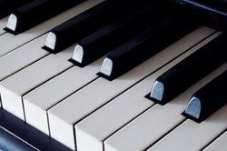 Popsongs mit dem Klavier zu begleiten, macht Spaß.
