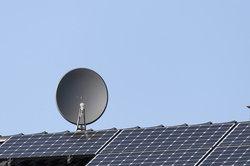 Mit einer Satellitenschüssel können Sie russische Sender empfangen.