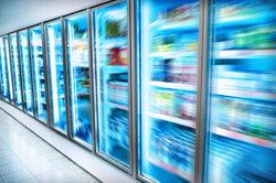 Kühlschränke mit Glastür gewähren vollen Einblick.