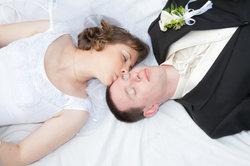 Eine Hochzeitszeitung ist ein tolles Geschenk für das Brautpaar.