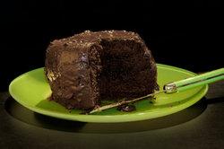 Der Schokoladenkuchen zergeht auf der Zunge.