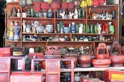 Spielzeug und andere gebrauchte Dinge verkauft man auf dem Flohmarkt.