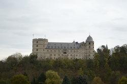 Bauen Sie Ihre eigene Burg und die dazugehörige Landschaft mit dem Stronghold Karteneditor.