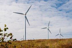 Große Windkraftanlagen erreichen meist eher die Gewinnzone.