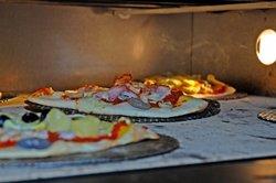 Mit dem Thermostat die richtige Temperatur ermitteln und gute Pizza backen.