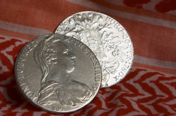 Maria Theresia ziert viele Münzen.