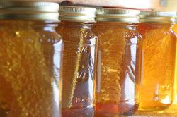 Benutzen Sie Honig im selbst gemachten Shampoo.