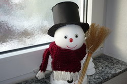 Vor allem für Anfänger ist der Schneemann aus Gips leicht zu erstellen.