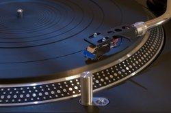 Plattenspieler mit Lautsprecher sind eine gute Alternative zum konventionellen Gerät.