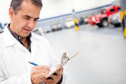Stellt der TÜV Mängel an Ihrem Fahrzeug fest, so müssen Sie diese bis zur Wiedervorführung beheben.