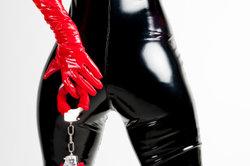 Lack und Leder sind vor allem in der Fetischszene beliebt.