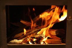 Ein Festbrennstoffkessel muß regelmäßig von den Feuerungsrückständen gereinigt werden.