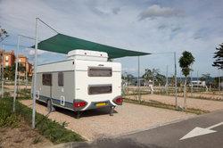 Camping mit einem Wohnwagen ist in Deutschland sehr beliebt.