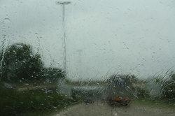 Gute Sicht ist unverzichtbar bei der Autofahrt.