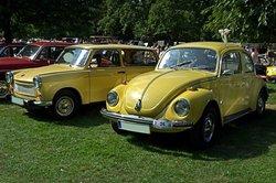 Volkswagen Ost und West einträchtig nebeneinander.