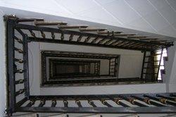 Die Dauerbeleuchtung eines Treppenhauses ist manchmal unumgänglich.