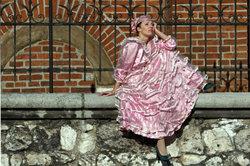 Im rosa Kleid werden Sie zu Prinzessin Peach.