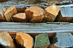 Bauen Sie sich ein Regal für Ihr Brennholz.