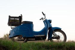 Die Sitzbänke anderer Simson-Mopeds passen nicht an die S53.