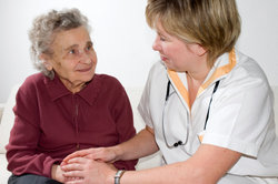 Ein anstrengender, aber erfüllender Beruf: mobile Pflegekraft