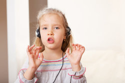 Das Mitsingen bei Kinderliedern ist meist lustig.
