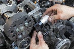 Basteln an Motoren macht in Originalgröße und Miniatur viel Freude.