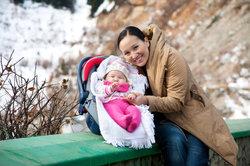 Ein Maxi-Cosi ist eine sichere und praktische Unterbringung für Ihr Baby.