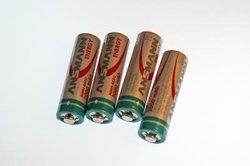 Batterien und Akkus des gleichen Herstellers einsetzen