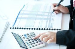 Lassen Sie Ihre Lohnabrechnungen vom Online-Service erledigen.