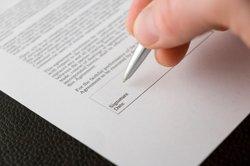 Ein Arbeitsvertrag sollte schriftlich festgehalten werden.