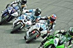 Das Motorrad ist ein sportlicher Begleiter für jeden, der Geschwindigkeit und Freiheitsgefühl liebt.
