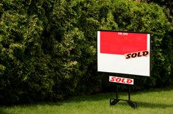 Ein Kaufvertrag für ein Grundstück muss viele Angaben enthalten.