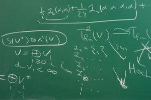 Zwei Geraden oder Ebenen können als orthogonal bezeichnet werden.