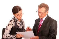 Kaufleute sollten die Rechnungseingänge regelmäßig kontrollieren.