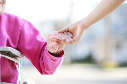 Der Beruf des Altenpflegers ist abwechslungsreich.