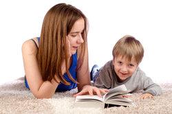 Ob man Babysitten in den Lebenslauf schreibt, ist keine leichte Frage.