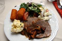 Siedfleisch aus dem Backofen schmeckt sehr zart.