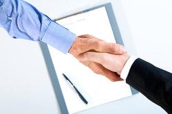 Handschlag reicht für Gründung einer AG bei weitem nicht aus.