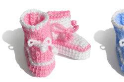 Babyschuhe können Sie leicht selber stricken.