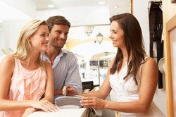 Freundlichkeit im Kundenkontakt ist unerlässlich im Einzelhandel.