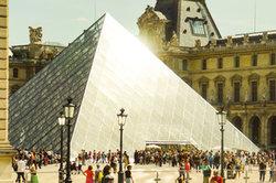 Der Louvre - eine der beliebtesten Touristenattraktionen in Paris