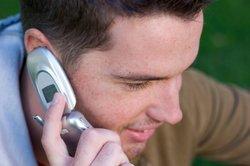 Langeweile ist beim Telefonieren oft ein Grund um das Gespräch schnell zu beenden.